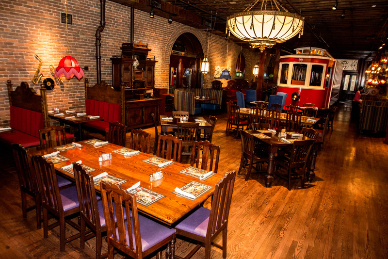 Nashville Old Spaghetti Factory trolley room